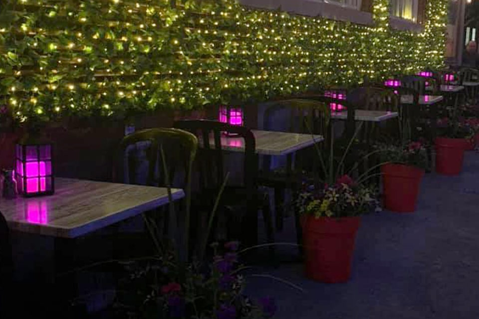 terrasse-exterieur-restaurant-Jacques_Cartier_Pizza 2