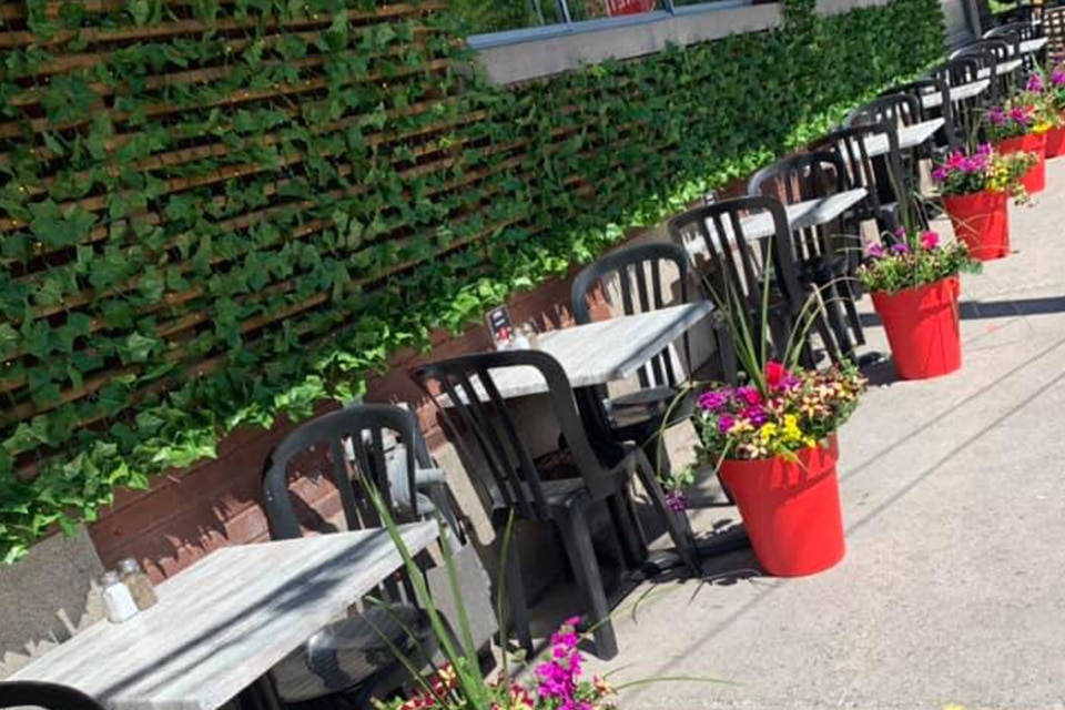 terrasse-exterieur-restaurant-Jacques_Cartier_Pizza